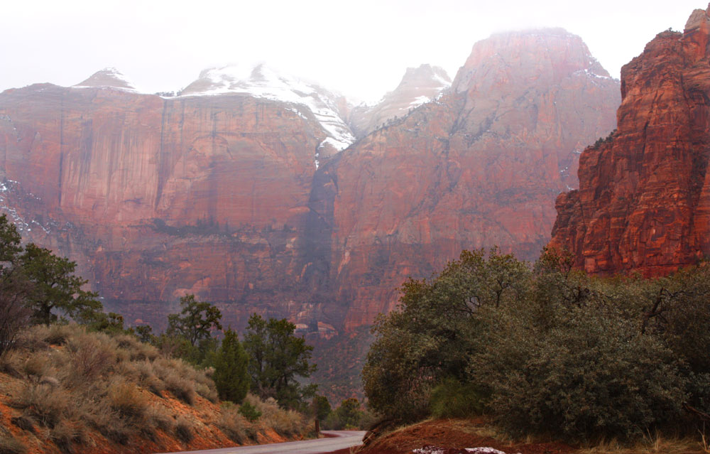 Zion-national-park-hiking-winter